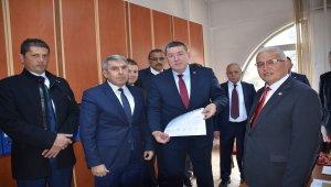 Alaplı Belediye Başkanı Nuri Tekin, mazbatasını aldı
