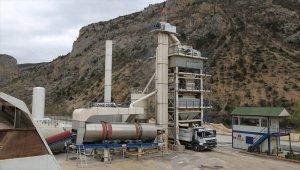 Vali Doruk, Ardanuç'ta kırma eleme ve asfalt tesisini inceledi