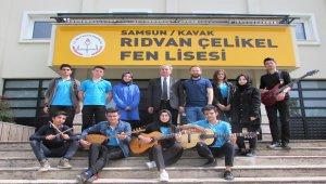 Kavak'ta öğretmenden 100. yıl anısına şarkı