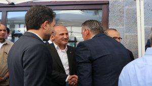 Bakan Turhan, vatandaşlarla bayramlaştı