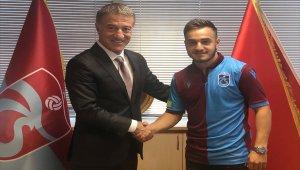 Trabzonspor, Yusuf Sarı ile sözleşme imzaladı