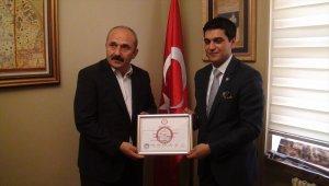 Yusufeli Belediye Başkanı Aytekin mazbatasını aldı
