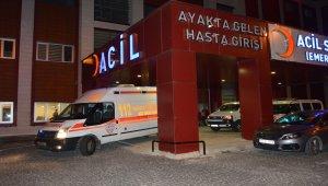 Ambulansla hafif ticari araç çarpıştı: 3 yaralı
