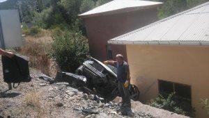 Gümüşhane'de iki otomobil çarpıştı: 3 yaralı