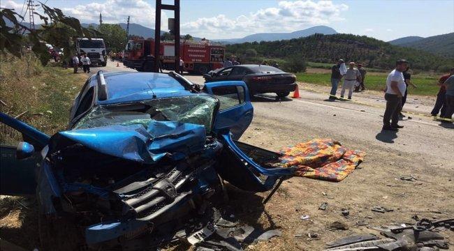 Sinop'ta iki otomobil çarpıştı: 1 ölü, 6 yaralı
