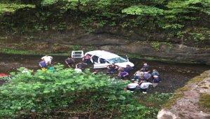 Trabzon'da otomobil dereye yuvarlandı: 2 ölü