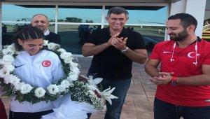 AItın madalya kazanan özel sporcuya karşılama töreni