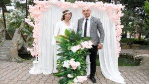 Genç çift nikah törenini huzurevinde yaptı