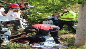 Hafif ticari araç yol kenarında dinlenen aileye çarptı: 1 ölü, 6 yaralı