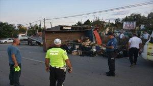 Sinop'ta meyve yüklü kamyonet otomobille çarpıştı : 2 yaralı