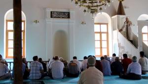 Siyasi propaganda dinlemek istemeyen cami cemaati artık cuma namazlarına gitmiyor