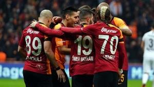 Galatasaray'da Futbolculara yazı gönderildi
