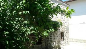 Anadolu'daki en eski camilerden birisi :NİKSAR CİN CAMİ