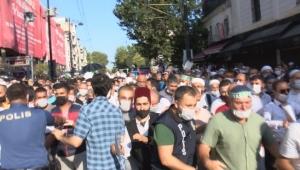 Ayasofya'da ilk namaz için geceden gelip sokakta yattılar