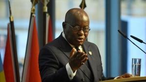 ''Gana Başkanı Rockefeler Vakfı'nın Bill Gates ve Fauci ile birlikte COVID 19 ile salgının senaryosunu oluşturduğu belgeyi sundu.''