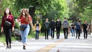 Gençlerin yüzde 76'sı yurt dışında yaşamak istiyor, her iki gençten biri mutlu değil