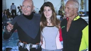 Ünlü İtalyan dalgıç Enzo Mayorka, kızı Rossana ile Syracuse yakınlarında denize daldı