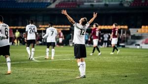 Avrupa'daki Futbol Temsilcilerimizden Yusuf Yazıcı UEFA Avrupa Ligi Maçında Yıldızlaştı