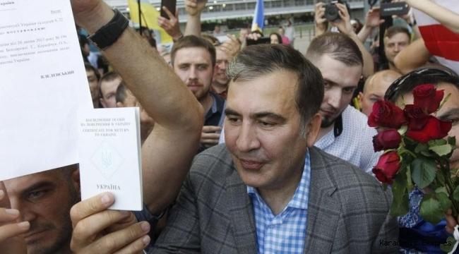 Saakaşvili Atina'da yumruklu saldırıya uğradı