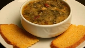 Soğuklar geldi, Kış bastırdı, İçimizi ısıtacak kara lahana çorbası kuzinede kaynamaya başladı