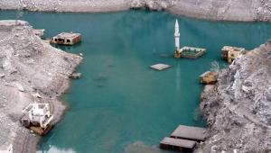 Artvin'de barajlardaki su seviyesi düştü, eski yerleşim yerleri ortaya çıktı