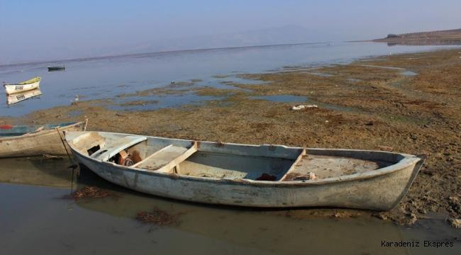 'Kuş cenneti' Marmara Gölü'nde derinlik 40 santimetreye düştü