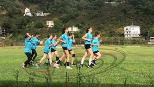 Trabzonlu futbol bağımlılarına inat kızlarımızdan şahane ataklar