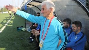 Esnafspor'un 83 yaşındaki antrenöründen 2 yıllık yeni sözleşme