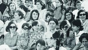 Mor Menekşeli Kadınlar - Bir tribün hikayesi