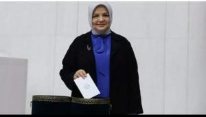 Soylu'ya ayar vermeye kalkan AK Parti kadın Kolları Başkanı Lütfiye Çam görevden alındı
