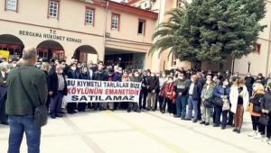 Bergama'da köylülerin tarla zaferi