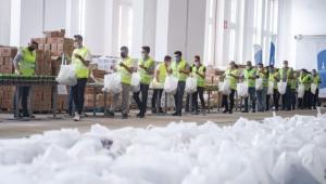 İzmir'de Hem Üreticiye Hem İhtiyaç Sahiplerine Destek Olunuyor