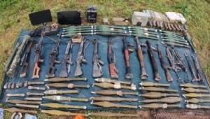 Pençe-Yıldırım operasyonunda PKK'ya ait silah ve mühimmat ele geçirildi