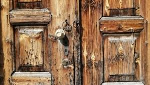 Kapının büyüklüğü, sahibinin yüreğinin büyüklüğü kadardır