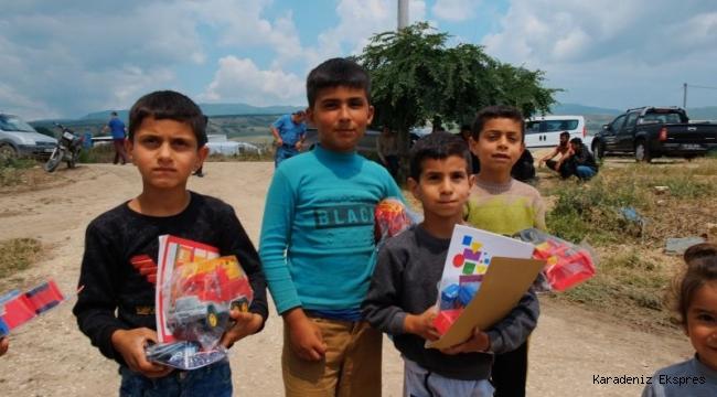 Mevsimlik tarım işçilerinin çocuklarının kitap sevinci