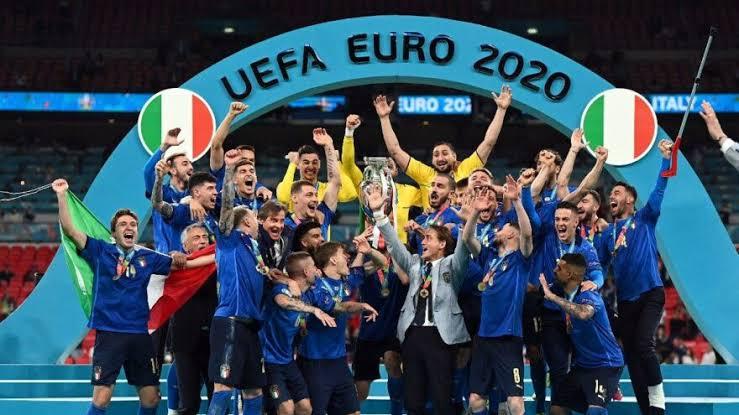 İtalya-İngiltere yi yenerek Euro 2020 'nin şampiyonu oldu