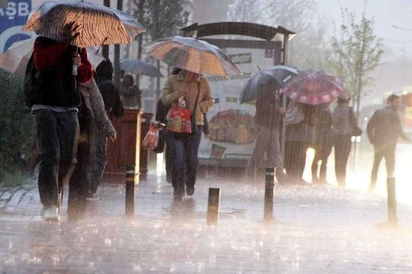 Rize Valisi Kemal Çeber, vatandaşların aşırı yağışa karşı tedbirli olmasını istedi