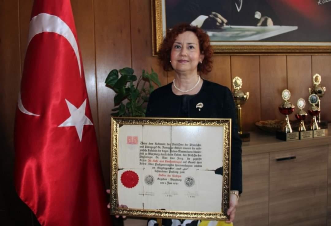 Türkiye'nin ilk Türk kadın doktorunun diploması Giresun Üniversitesi'ne bağışlandı