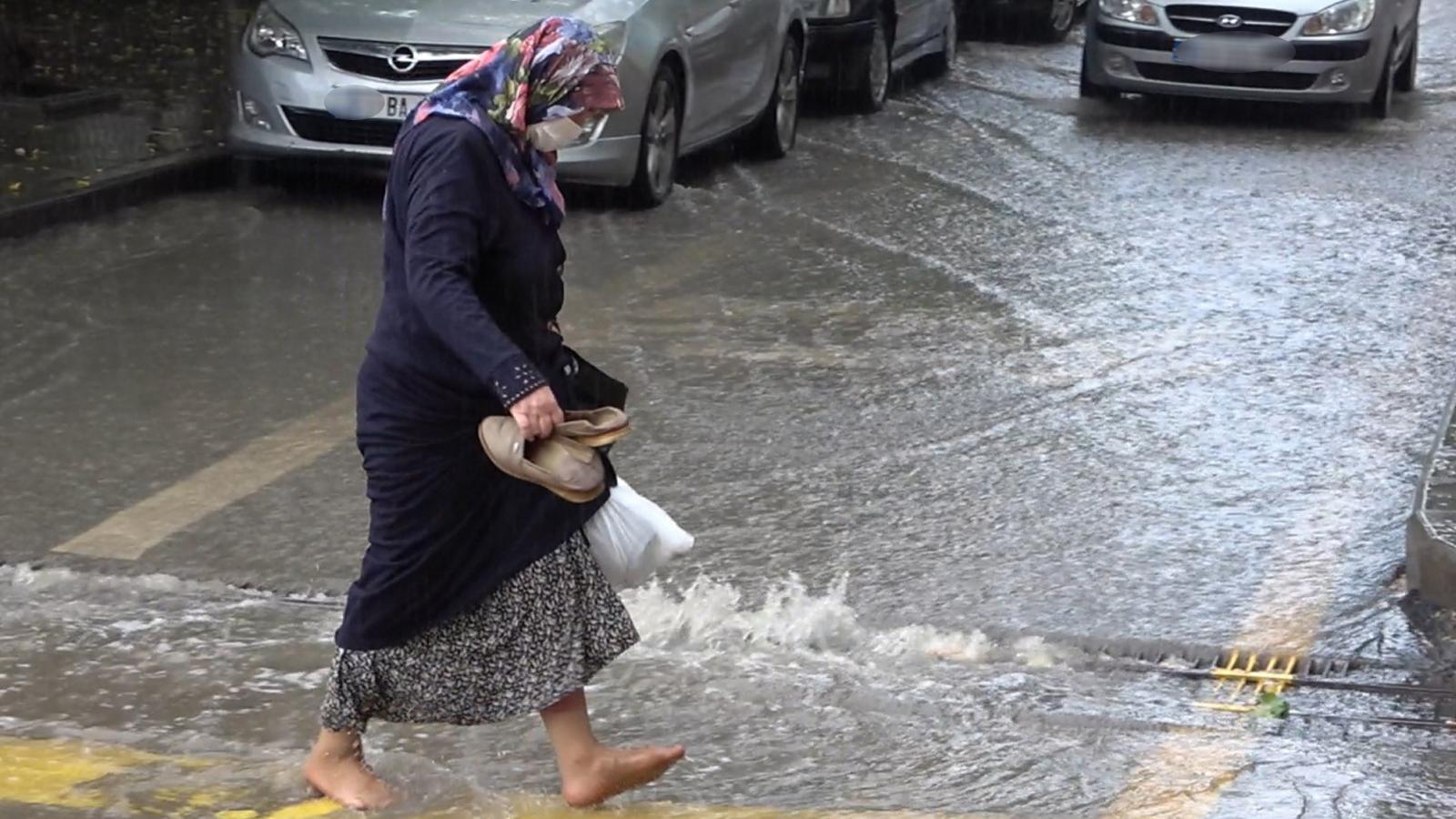 Çok sayıda ilde yağış bekleniyor! Meteteoroloji'den sel uyarısı geldi...